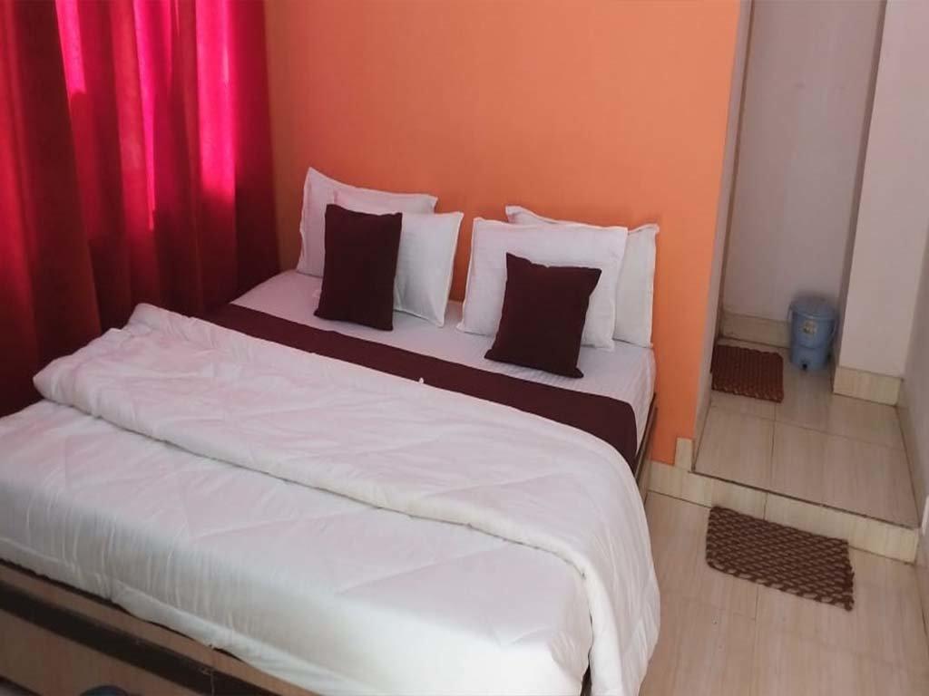 Hotel Badrish Room1